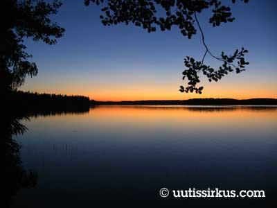 Jodå! Hösten närmar sig! En minut senare har solen stigit i Helsingfors.