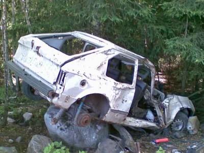 korjauskelvotomaksi vaurioitunut Opel
