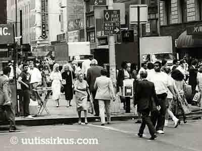 kadun ihmisvilinää, New York