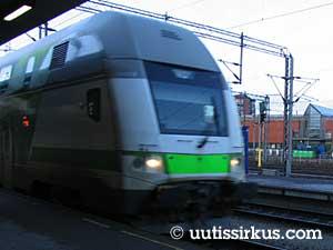 Turun asemalla IC2-juna seisahtuu