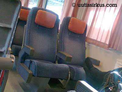 junassa on kaksi vapaata istuinta