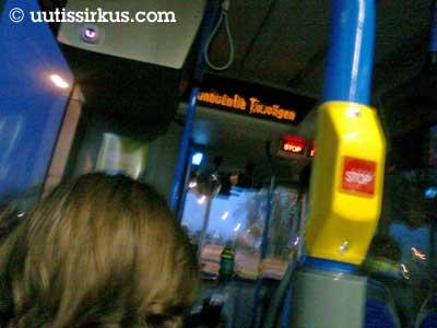 bussissa on hämärää