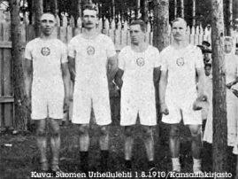 Porin Tarmon viestijoukkue A. Manninen, M. Vegelius, V. Koljonen ja O. Palin heinäkuussa 1910