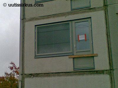 parveke puuttuu talon seinästä