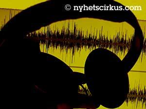 kuulokkeet ja äänikäyrä näytöllä