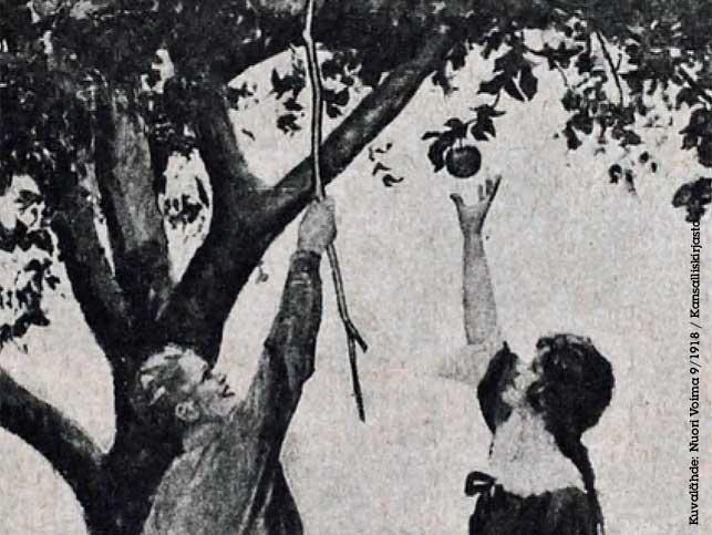 Nuori mies ja nainen tavoittelevat omenaa puusta, miehellä keppi kädessään