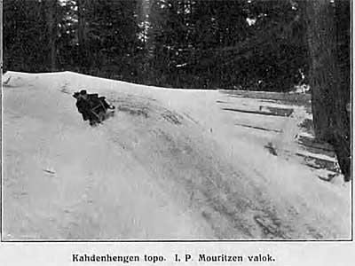 kahden hengen kelkka Papulanmäen mutkassa, kuva I.P.Mouritzen, v. 1914, Suomen matkailulehti 1.4.1914 / Kansalliskirjasto