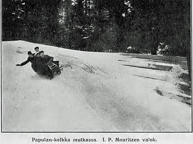 Papulan-kelkka Papulanmäen mutkassa, kuva I.P.Mouritzen, v. 1914, Suomen matkailulehti 1.4.1914 / Kansalliskirjasto