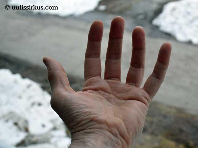 tyhjä käsi avoinna