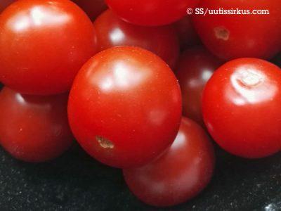 punaisia kypsiä tomaatteja