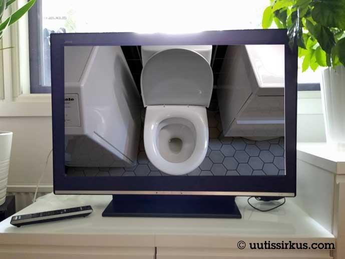 tv-ruudussa näkyy vessanpönttö