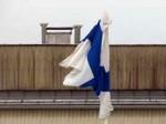 Tuuli häpäisi Suomen lippua todella pahasti