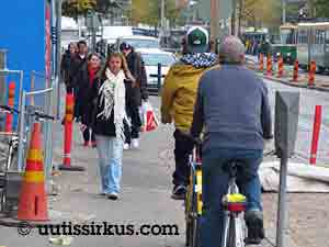 Kaksi pyöräilijää on mahtua pyörätielle