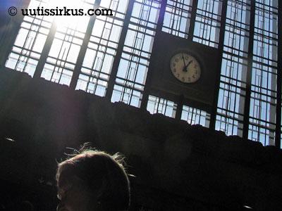 kello näyttää melkein yhtä