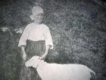 nainen ja lammas