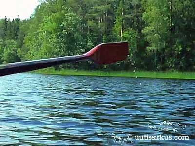 airo halkoo vettä järvellä