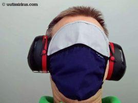 miehellä päässään maski, silmälaput ja kuulosuojaimet