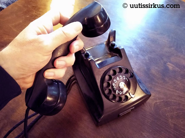 lankapuhelin, Ericssonin bakeliittipuhelin